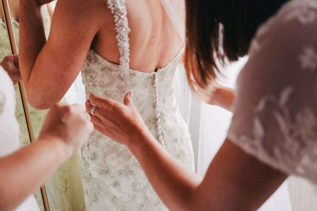 7 essential wedding shopping tips