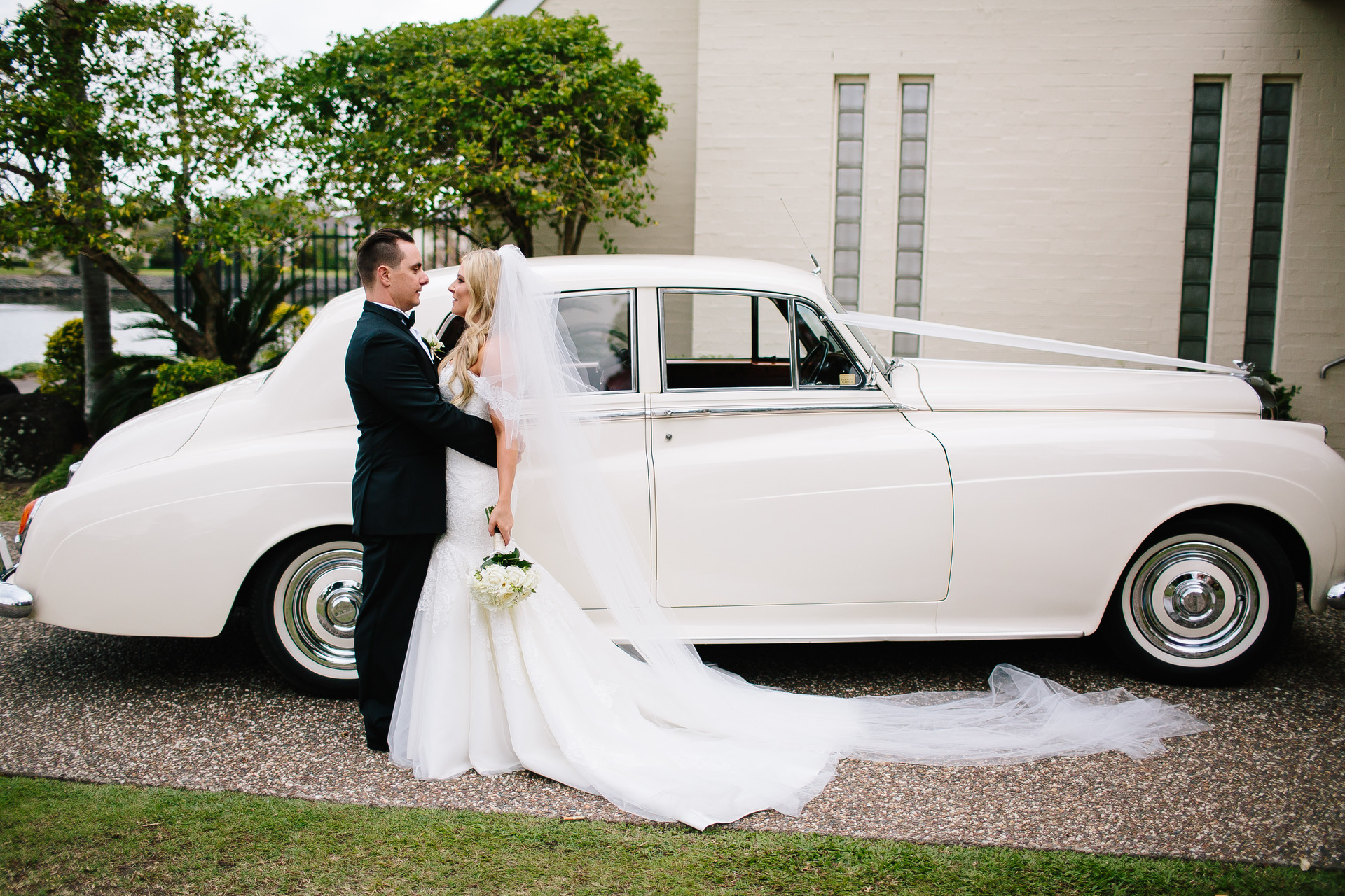 Gold coast wedding car with bride and groom